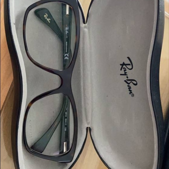Ray Ban glasses with case